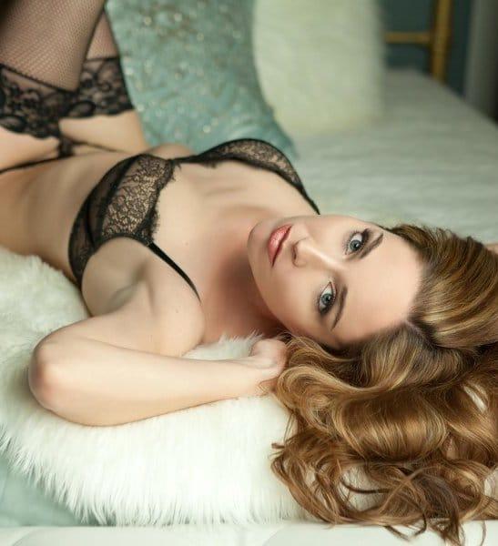 Boudoir photo on bed